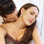 Как незаметно возбудить женщину