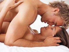 Классический секс в миссионерской позе