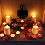 Свечи помогут возбудить спящую девушку