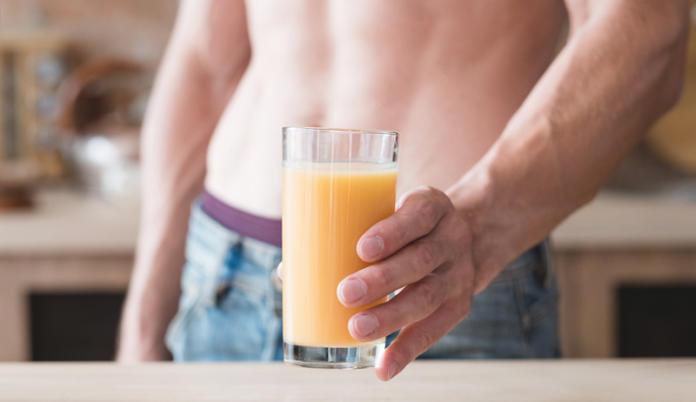 Специалисты назвали соки, которые влияют на потенцию лучше всего
